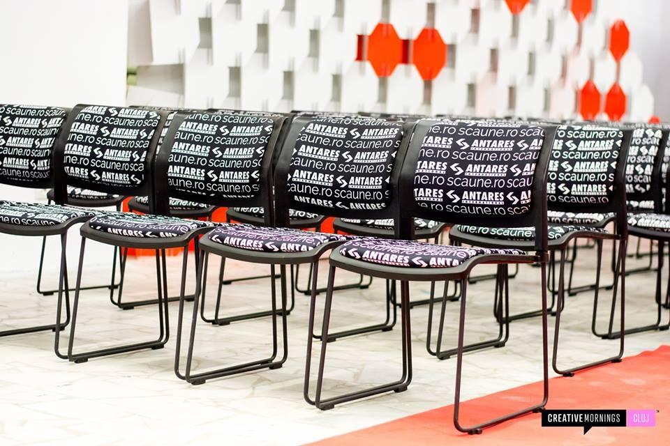 scaune la conferinta