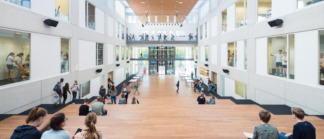 scaune elev spatiu open space