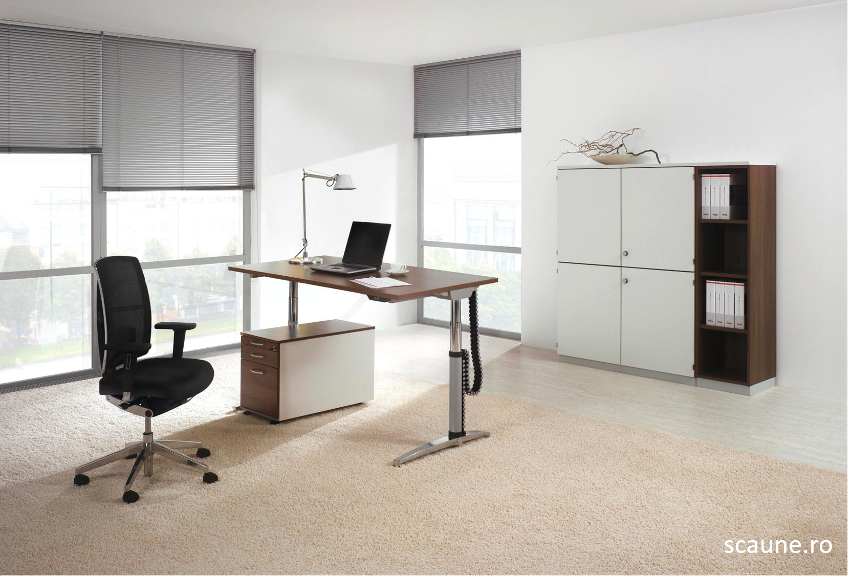 Confortabil la birou