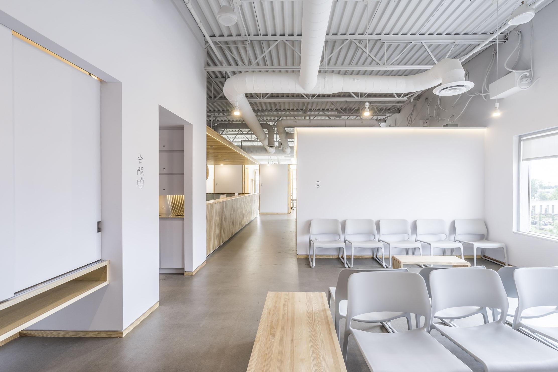 Sală de așteptare cu mobilier antibacterial